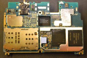 Материнская плата (системная плата) смартфона Xiaomi Redmi Note 4x вид со стороны разъёма sim-карты