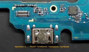 Samsung j600 (J6 2018) вид области разъёма зарядки (сторона Б)