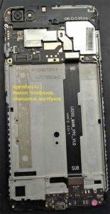 Xiaomi Redmi Note 5A (MDG6) вид после отклеивания аккумулятора и извлечения модуля экрана, видно что шлейф прятался под аккумулятором.