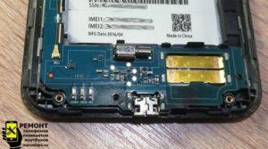 Смартфон Asus Zenfone Go (zb551kl) плата с разъёмом micro usb который предстоит заменить