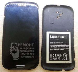 Смартфон Samsung S3 i9300 вид с лицевой стороны