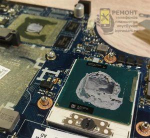 Lenovo g580 очищаем старую термопасту с процессора, видеочипа и радиаторов охлаждения.