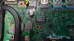 Чистка ноутбука Asus X751L - вид на материнскую плату до чистки, видна пыль, она всюду